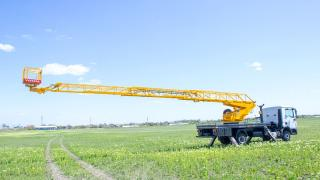 Aerial platform AP-18M with a lateral reach of 14 meters and a swivel cradle